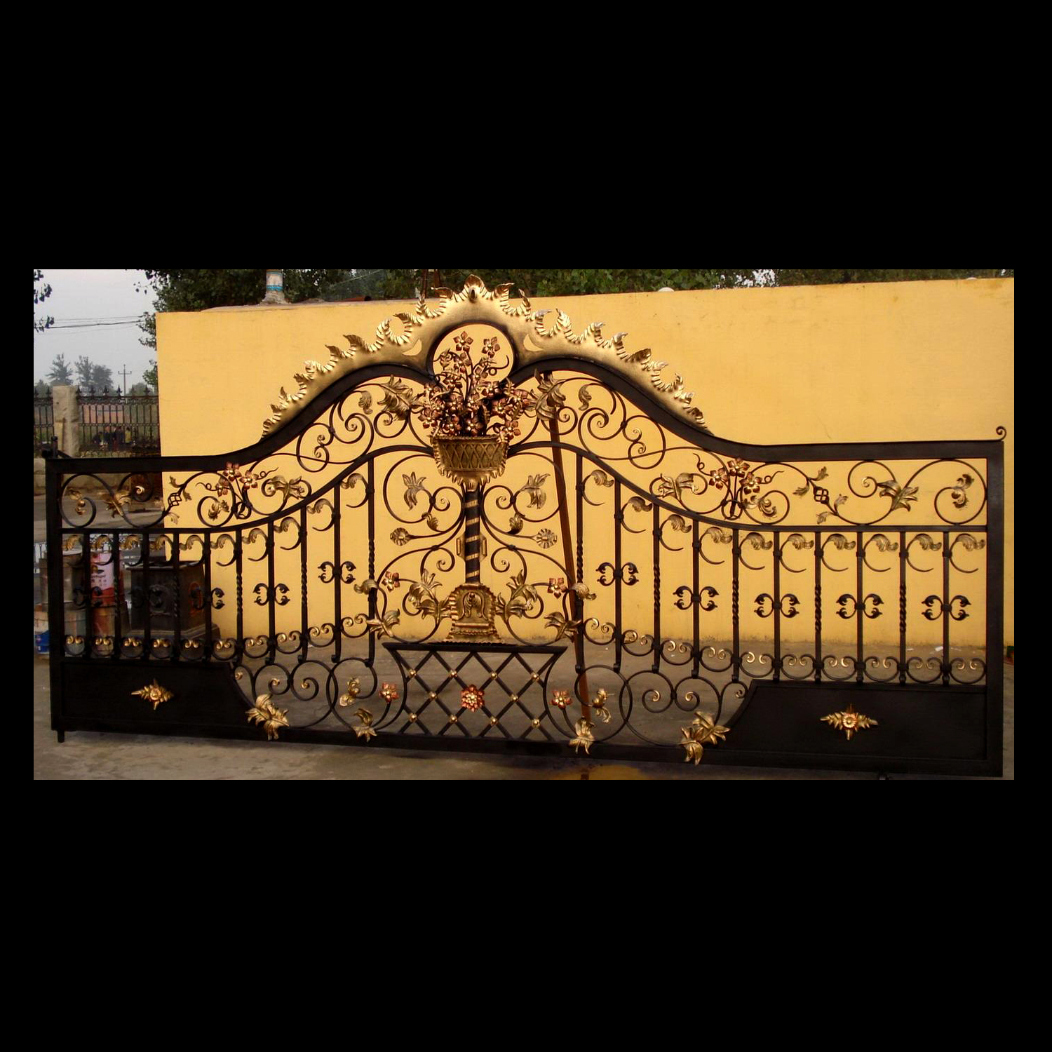 ING85644 Iron Rectangular Gate Metropolitan Galleries Inc.