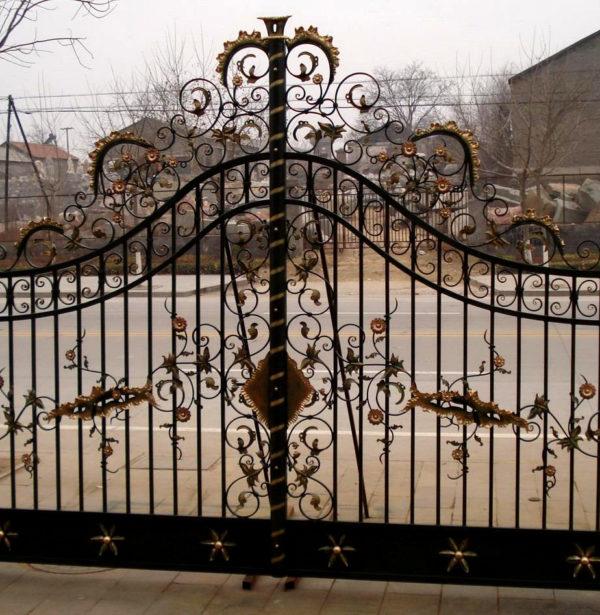 ING85646 Iron Double Ornate Gate Metropolitan Galleries Inc.